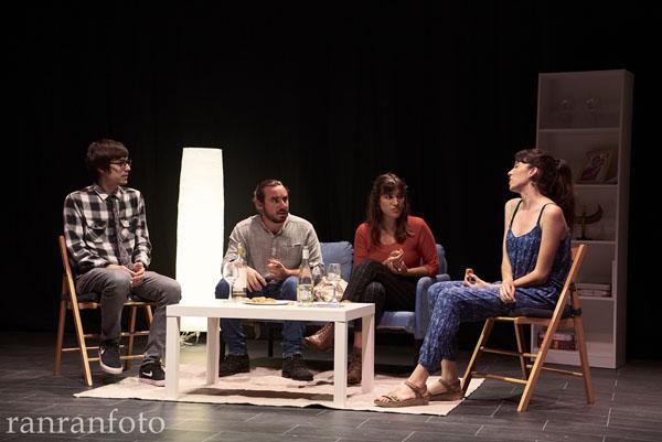 Un moment de l'obra Dues copes de menys  d'Alex Sequera/ranranfoto